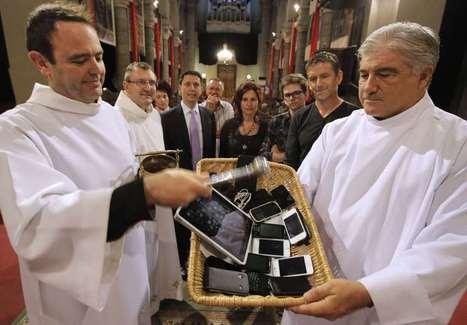 Eglise 2.0 : le père Gil Florini bénit tablettes et portables | Sujets Religieux | Scoop.it