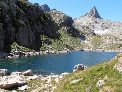 LAC DE LASSIEDOUAT, lac de montagne du val d'Azun à 2207 ... | Randonnées Pyrénées | Scoop.it