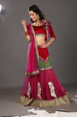 Brighten The night With Sultry Red- Navaratri Special | Gifting Zone | Scoop.it