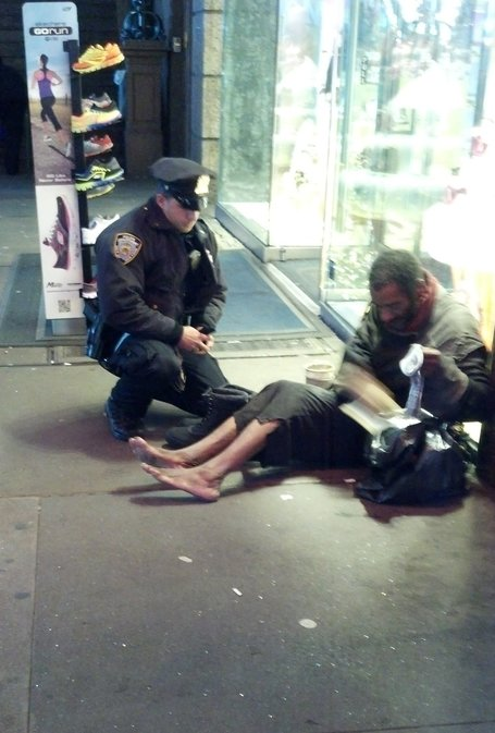 Photo of Officer Giving Boots to Barefoot Man Warms Hearts All Over Web | Police Problems and Policy | Scoop.it
