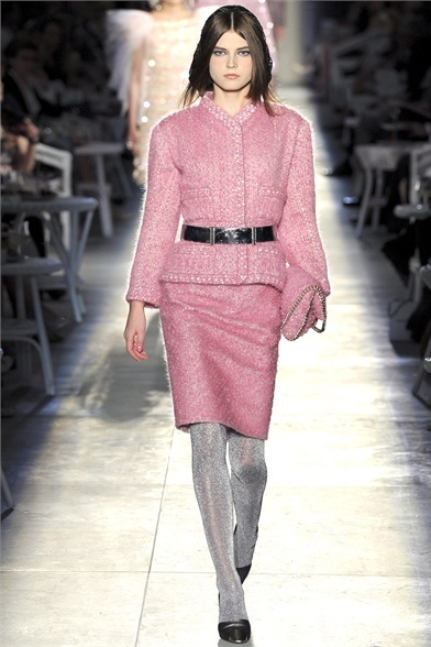 "Chanel tra tweed e piume: Karl Lagerfeld presenta il ""new vintage ... 