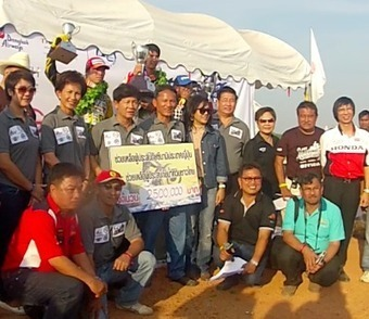 3.5 Millions Bath donated to Japan Tsunami and Thailand Flood Relief in PTT All Japan Star Supercross in Sukhothai 2011, presided by Khun Somsak Thepsuthin | FMSCT-Live.com | Scoop.it