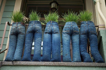 Upcycle denim jeans into planters | Upcycled Garden Style | Scoop.it