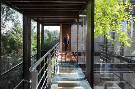 A spectacular house nestled in the lush vegetation of its surroundings (Video inside) | Adorable Home - Inspirational Home Design and Decorating Ideas | Scoop.it