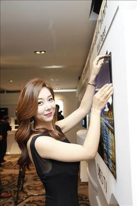 LG Display peels back magnetic wallpaper OLED TV panel | Five Regions of the Future | Scoop.it