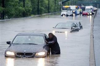 'A month's worth of rain' in under four hours triggers flash flooding, chaos in Toronto | Sustain Our Earth | Scoop.it