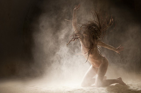 Ludovic Florent's Mesmerizing Photoseries Of Nude Dancers Engulfed In Dust (NSFW) | Music, Theatre, and Dance | Scoop.it