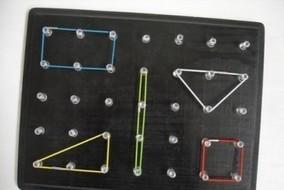 Μαθαίνουμε τα σχήματα με έναν γεωμετρικό πίνακα | Creating and learning with children | Scoop.it