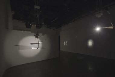 Les supercheries de lumière de Pavitra Wickramasinghe - Le Devoir (Abonnement) | Art vidéo | Scoop.it