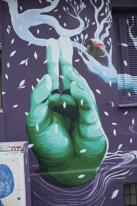 Arte de rua mistura graffiti e crochê - MISTURA URBANA   Revitalizar espaços públicos. Imagens e textos que ilustram condições existentes e visão de comunidade, para recriar ou criar espaços amigáveis, melhorando a qualidade de vida, saúde e vitalidade econômica.   Scoop.it