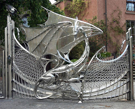Dragon Gate Guards Driveway: Fire and Blood (and Steel) | All Geeks | Scoop.it