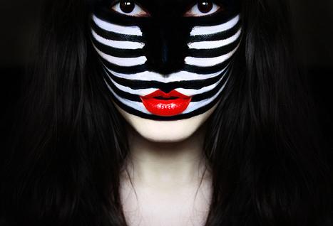 Zebra wears red too | Photographie | Scoop.it