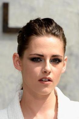 Pattinson won't date Stewart's friends - Movie Balla   News Daily About Movie Balla   Scoop.it
