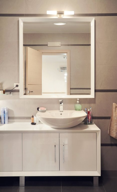 Can You Spot What's Wrong with this Bathroom?   Apartment Therapy   Dalton GA Apartments   Scoop.it