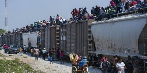 #HORRIFYING oblama EXPLOITING Alien Children for His Own POLITICAL GAIN #PHOTOS Hes Moving ON YOUR $$$ Entire Villages Moving from Central America to the US