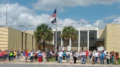 Group protests 10 Commandments marker in Starke | Stark, FL 10 Commandments Protest | Scoop.it