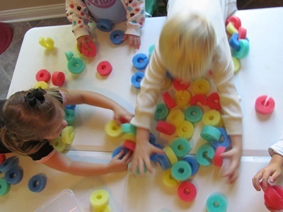Fun with foam noodle chains and a Guidecraft book display review | Teach Preschool | Scoop.it