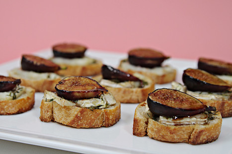 Fresh Fig Crostini With Bûcheron Cheese and Thyme | Cheap Gourmet Meals | Scoop.it