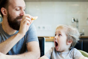 Study says dads are key to raising healthy eaters - Today's Parent | ♨ Family & Food ♨ | Scoop.it