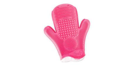 Astucieux : un gant pour nettoyer ses pinceaux make-up - Femme Actuelle | Debymagazine | Scoop.it
