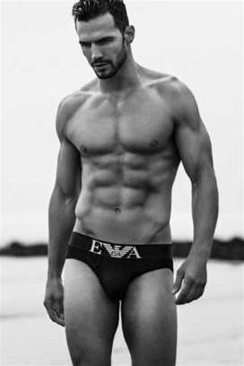 Adam Cowie nudo in spiaggia nelle foto hot di Specular | JIMIPARADISE! | Scoop.it