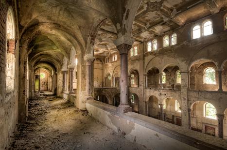 Les photos de Daan Oude Elferink subliment les lieux abandonnés   Art, Culture et Société   Scoop.it