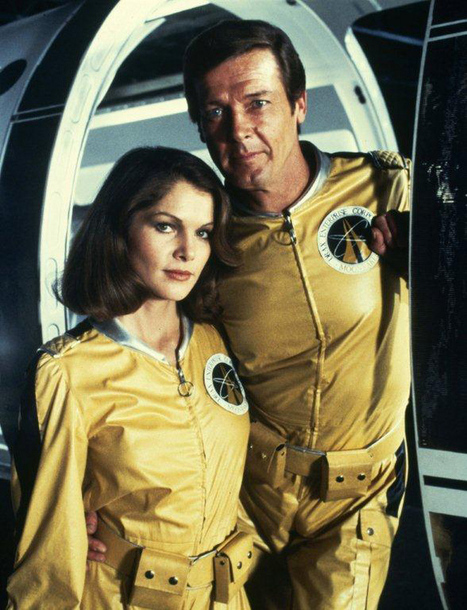 Virgin Galactic Space Tourists to Get James Bond-style Flight Suits | Space matters | Scoop.it