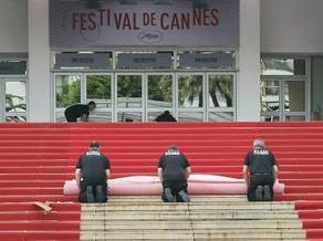 Cannes 2013: Une pétition pour verdir le tapis rouge | super trash festival de cannes  2013 | Scoop.it