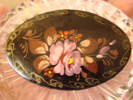 Vintage Russian Signed Hand Painted Floral Brooch | Jewelry | Scoop.it