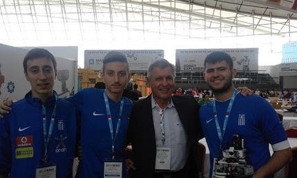 Στο βάθρο των νικητών με το ασημένιο μετάλλιο οι RoboSpecialists, κατηγορία ποδοσφαίρου, στην Ολυμπιάδα Ρομποτικής! | Εκπαιδευτική Ρομποτική & STEM | Scoop.it