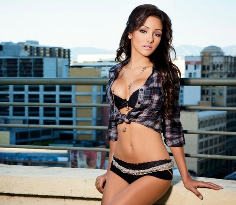 Melanie Iglesias | Pink and Gold Hearts | Asian Hotties | Scoop.it