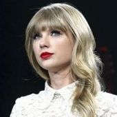 Taylor Swift's Red Tour in Miami: Booty Shorts, Mimes, and Screaming Fans   Red tour   Scoop.it