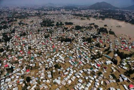 Major river overflows, threatening Pakistan city - US News | Sustain Our Earth | Scoop.it