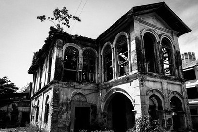 Abandoned colonial house | Abandoned Houses, Cemeteries, Wrecks and Ghost Towns | Scoop.it