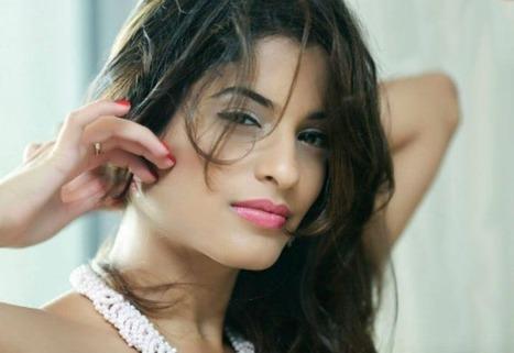 Dana Vana Short Biography and Hot Photos: Splitsvilla 7 Wild Card Entry   Bollywood by BollyMirror   Scoop.it