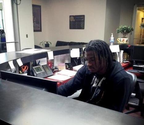 Robert Griffin III works receptionist desk at Redskins Park | NFL | Scoop.it