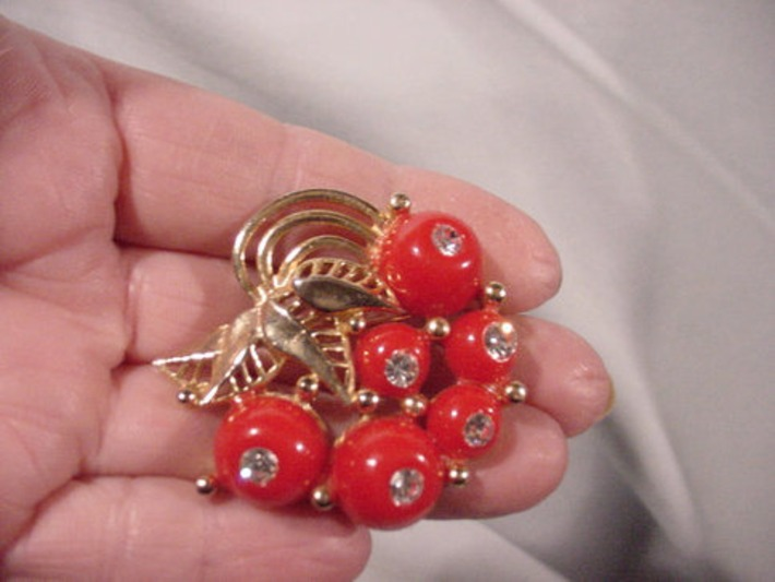 Wonderful Cherries and Rhinestones Pin Lovely Retro Find! | Antiques & Vintage Collectibles | Scoop.it