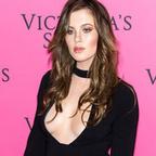 Photos : Ireland Baldwin veste grande ouverte sur ses seins nus | Radio Planète-Eléa | Scoop.it