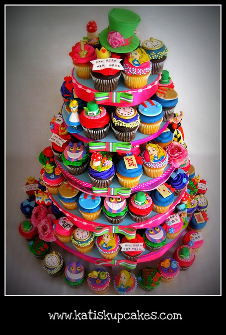 Disney's Alice in Wonderland Cupcake Tower | Themed Cake How To's | Scoop.it