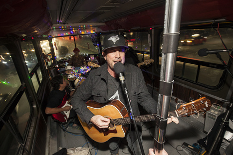 This Toronto rock band played a concert on a packed streetcar | Video concerts | Scoop.it