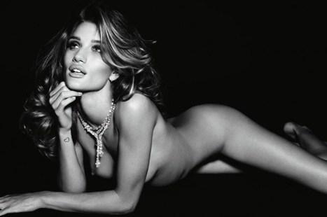 les photos de Rosie Huntington-Whiteley nue dans Vogue | oulacaro | Scoop.it