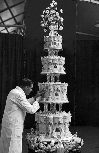 Twitter / History_Pics: Queen Elizabeth's wedding cake, ...   Monica qb wedding   Scoop.it