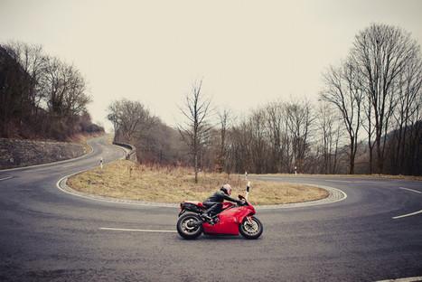 Ductalk PhotosOfMotos | Seb Nunes | The perfect curve | Ducati Community | Ductalk Ducati News | Scoop.it