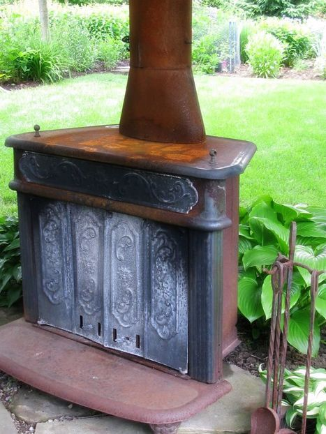 Old stove doubles as a piece of art and a fire pit in the garden. | Garden Ideas by Team Pendley | Scoop.it