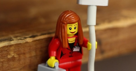 Your Charging Cords Fit Perfectly in Lego Minifigures' Hands | Digital Tools for Technology Integration | Scoop.it