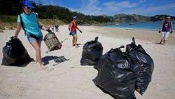 Docenas de voluntarios retiran cerca de una tonelada de residuos ... - La Voz de Galicia | Contaminación en Oceanos | Scoop.it