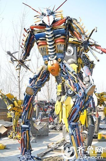 Chinese Scrapyard Becomes Tourist Attraction after Staff Builds Transformers from Metal Junk | Strange days indeed... | Scoop.it