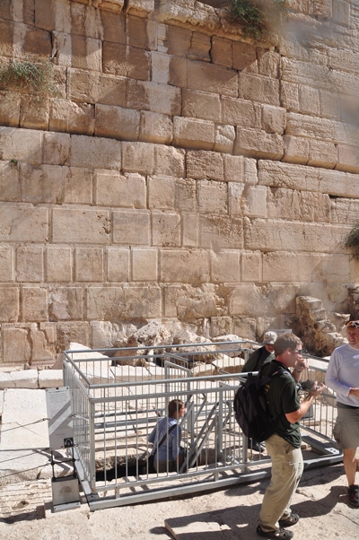 Walking through the Herodian sewer in Jerusalem | Ritmeyer Archaeological Design | Roman Archeology | Scoop.it