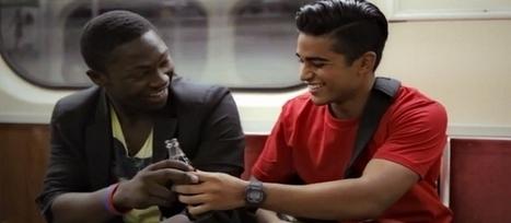 Coca-Cola offre des cadeaux à ceux qui leur sourient en retour | streetmarketing | Scoop.it