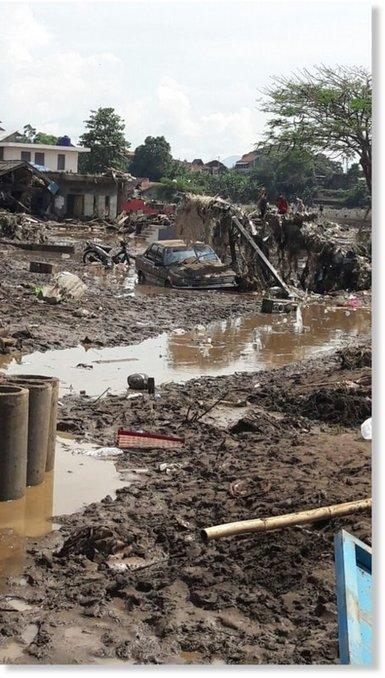Deadly flash #floods and #landslide hit West #Java, #Indonesia #deforestation #climate | Messenger for mother Earth | Scoop.it